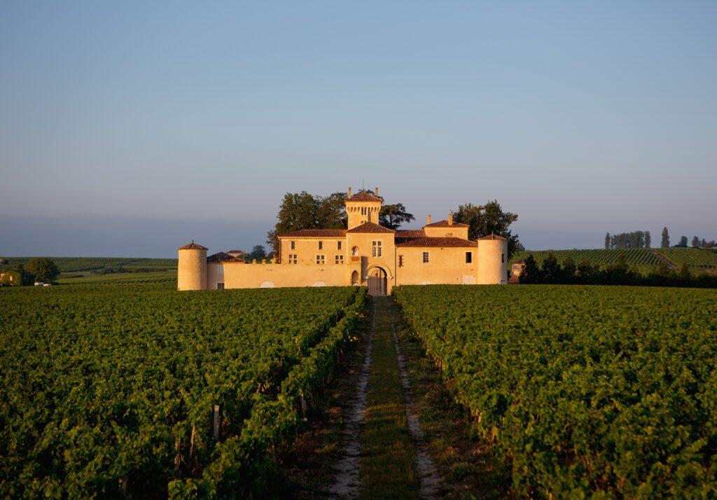 Au cœur de Sauternes, visitez le Château Lafaurie-Peyraguey, propriété de 36 hectares, son enclos, terroir historique du grand vin