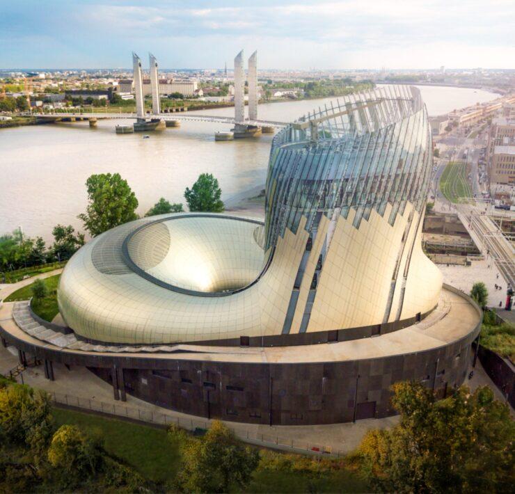 La Cité du Vin de Bordeaux est un lieu culturel unique au monde